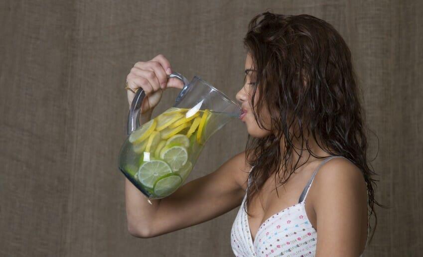 L'eau citronnée une alliée minceur de poids