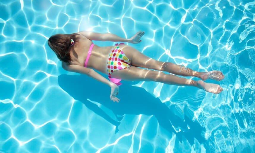 La natation : un sport complet pour avoir la ligne