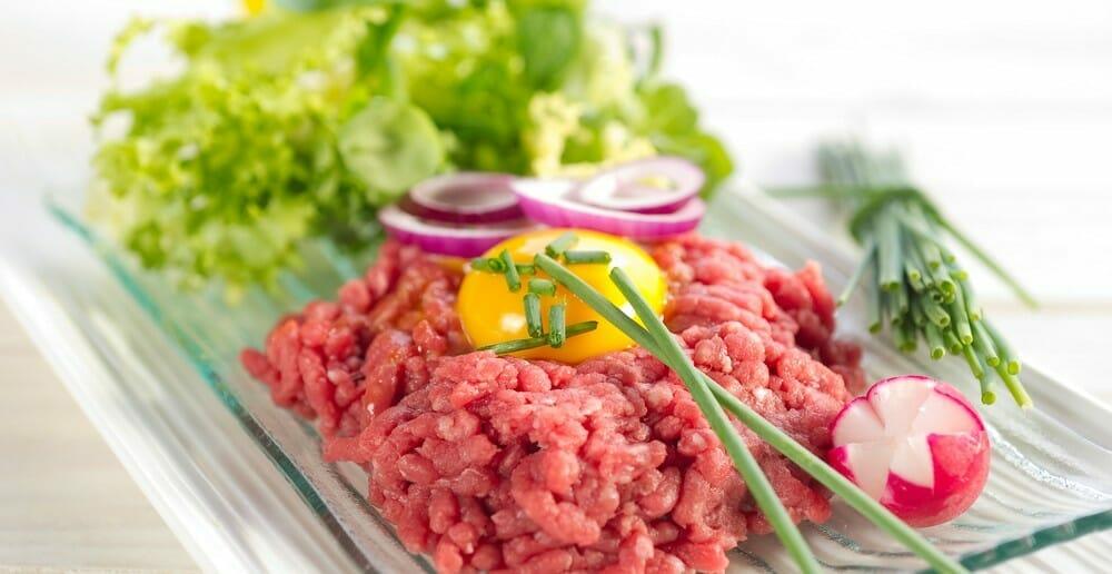 La viande crue fait-elle grossir ?