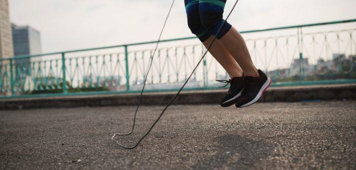 10 minutes de corde à sauter par jour, ça suffit pour