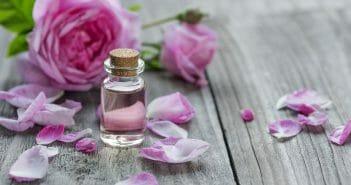 De l'huile essentielle bois de rose pour prévenir les vergetures