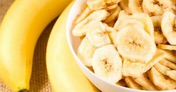 Manger de la banane séchée pendant ses séances de musculation