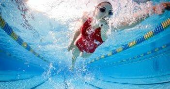 La natation pour maigrir des jambes