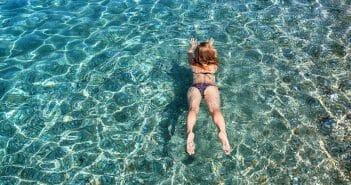 Nager dans la mer fait-il maigrir