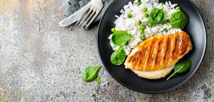 Blanc de poulet et riz complet : le combo idéal pour renforcer la masse musculaire
