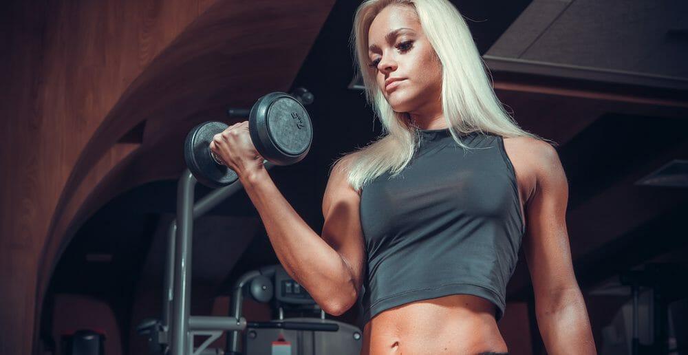 Exercices : prise de masse des bras avec haltères